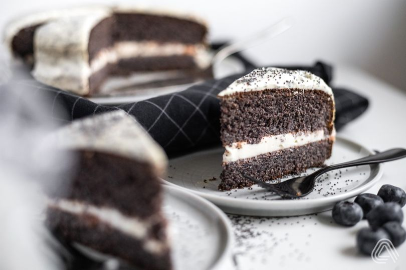 Vláčná maková torta bez múky s bohatou tvarohovou náplňou