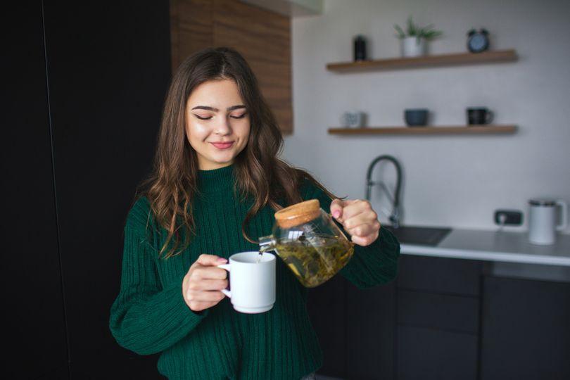 Hubnutí, zlepšení pozornosti a nakopnutí. Jaké další benefity nám nabízí zelený čaj?