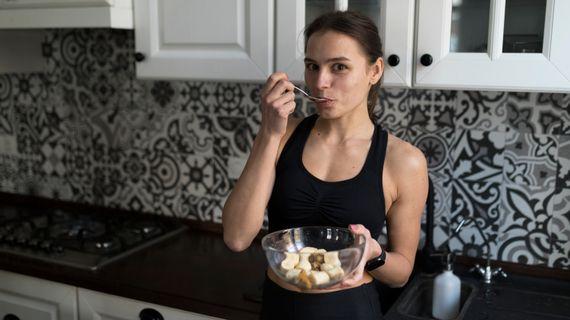Co jíst před a po běhu? Musíme doplňovat energii i během tréninku?