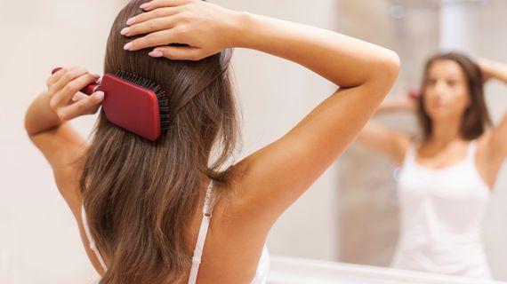 Hubnutí a vypadávání vlasů. Je mezi tím souvislost?