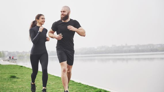 Je pro hubnutí efektivnější běhání nebo kruhový trénink?