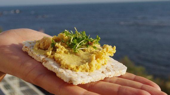 Jsou rýžové chlebíčky a kaiserky zdravější než bílé rohlíky?