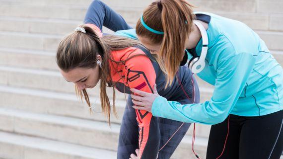 Píchání v boku při běhání – čím je způsobeno a jak mu předcházet