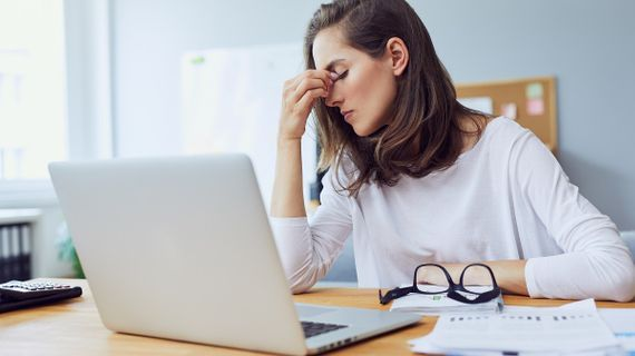 Trpíte migrénou? 8 spouštěčů, na které byste si měli dát pozor