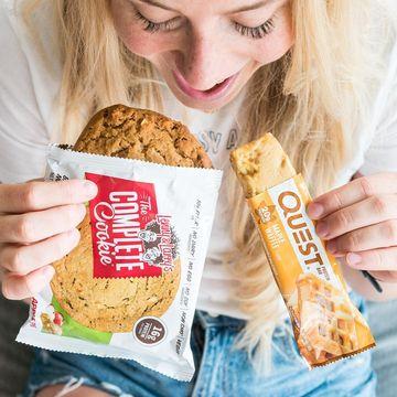Nudí tě staré příchutě? Rozšiř si obzory s novými variantami Complete cookie apple pie a Questky maple waffle.