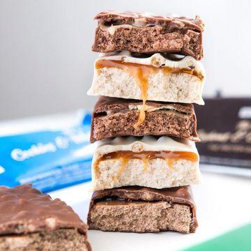 The protein bar = čokoláda + táhnoucí se karamel + více než 20 g bílkovin!