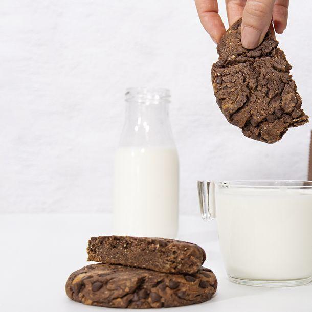 Brownie cookie s kousky hořké čokolády