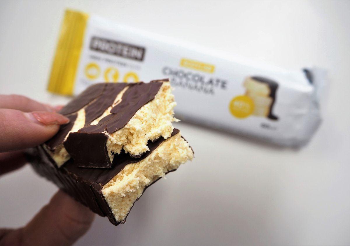 Nová proteinová tyčinka chutná jako banánky v čokoládě!