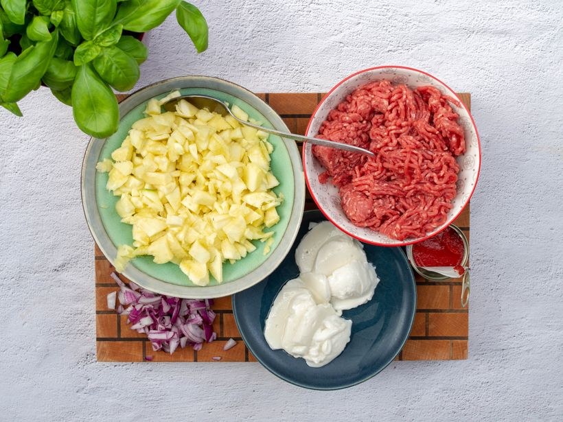 Svěží letní oběd: Zapečené cukety s mletým hovězím masem