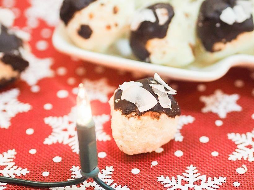 Nepečené fit cukroví: Kokosové kuličky vhořké čokoládě