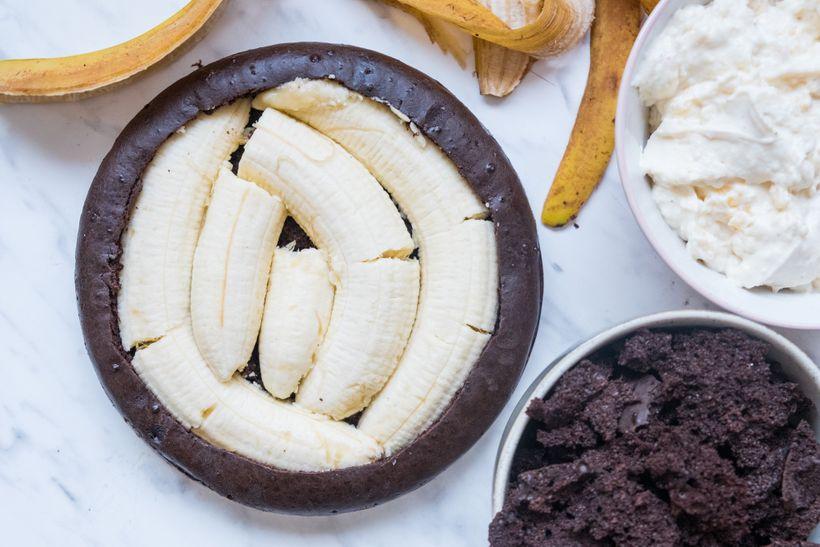 Kakao, tvaroh, protein a banány. Jednoduchý a lahodný fitness dort plný bílkovin
