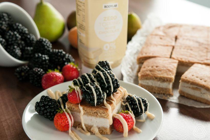 Osvěžující tvarohový fitness dezert s lesním ovocem