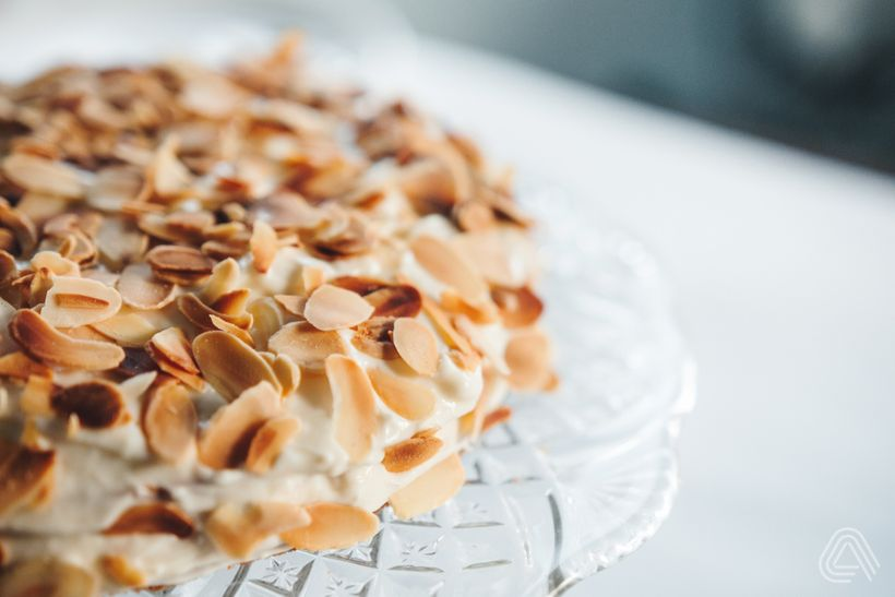 Lehký mandlový dort s tvarohovým krémem