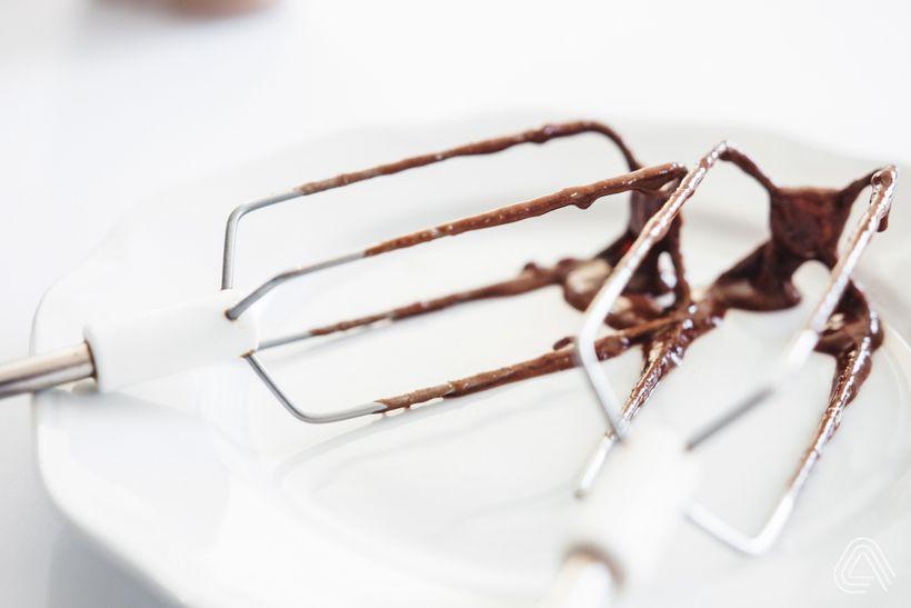 Obrácený banánový koláč skaramelem ajemnou čokoládovou chutí
