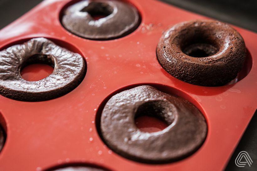 Čokoládové mini donuty bez mouky, bez cukru a s poctivou dávkou čokolády