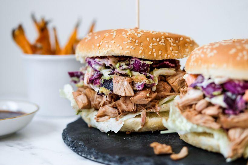 """Veganský burger s trhaným """"vepřovým"""" aneb objevte kouzelný jackfruit"""