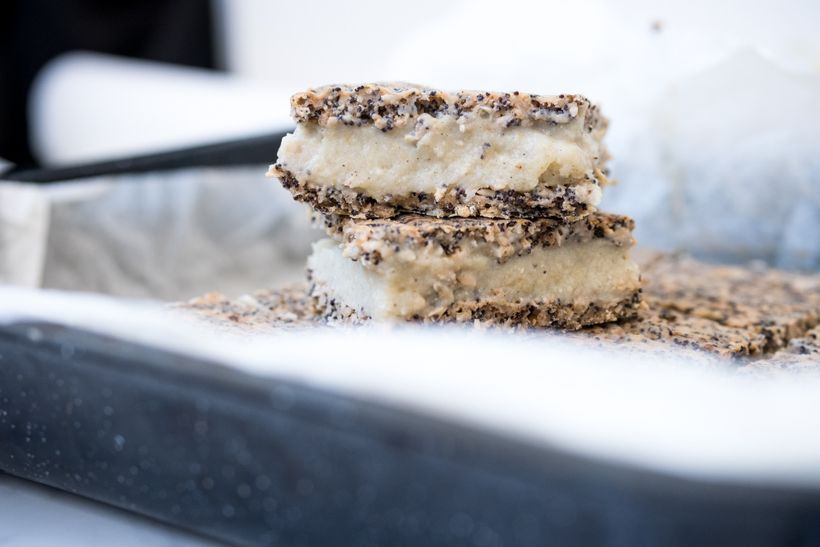 Dokonalá souhra chutí: Šťavnatý makovec sjablečným krémem