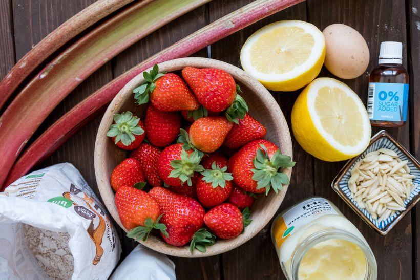 Naservírujte si první chutě léta: Galetky s jahodami a rebarborou