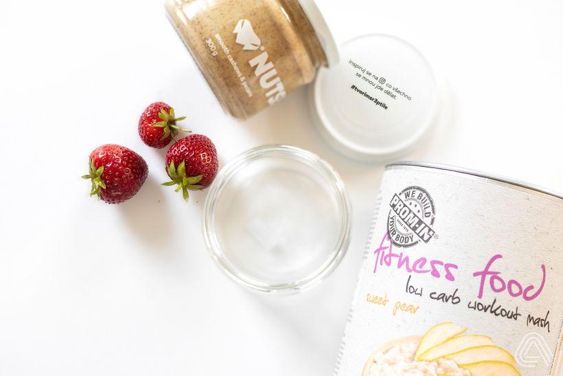 Rychlá, chutná a plná bílkovin: Kaše do skla s ovocnou čepicí