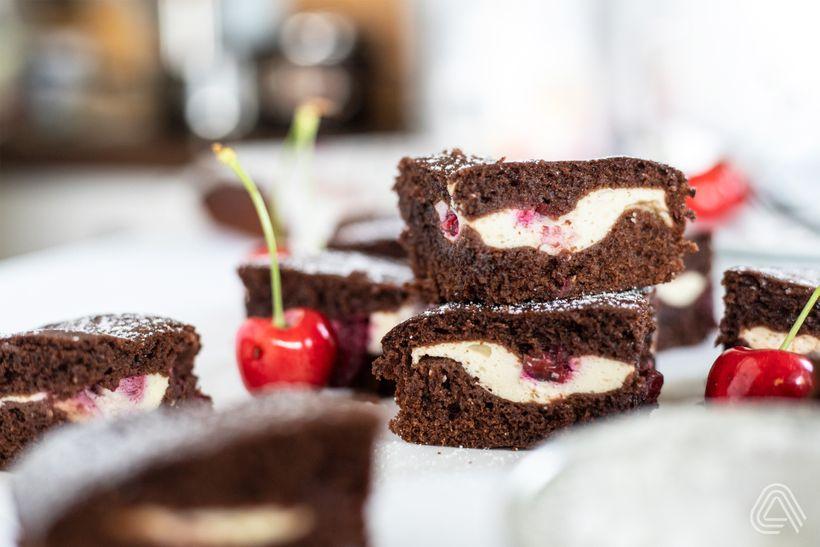 Šťavnaté macrofriendly brownies stvarohem avišněmi