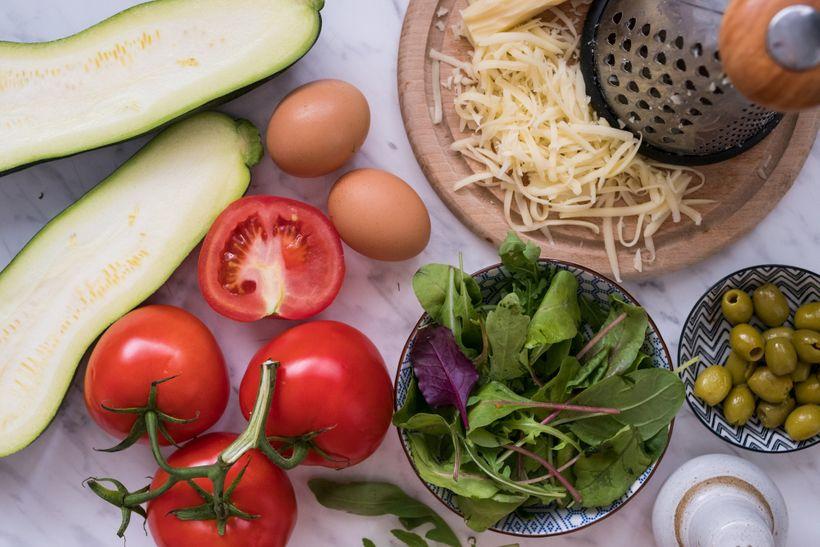 Dietní pizza za pár kalorií: Rychlá azdravá cuketová pizza bez mouky