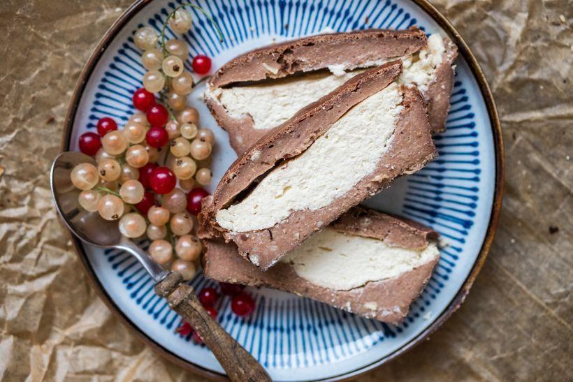 Šťavnatý čokoládový chlebíček s tvarohovou náplní: Spousta chuti za minimum kalorií