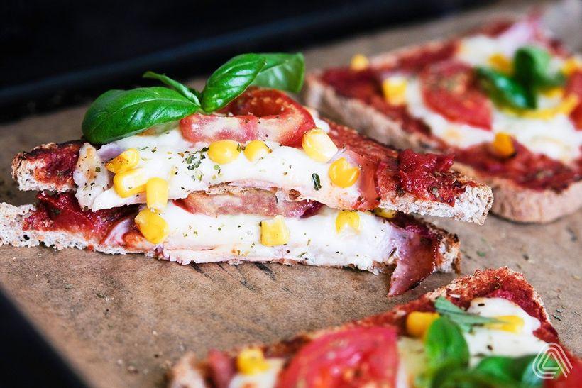 Křupavé pizza tousty ztrouby spoctivou náloží bílkovin