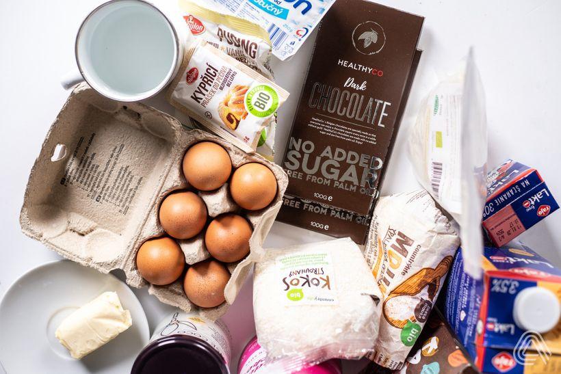 Šťavnatý bounty řez s kokosem a čokoládou