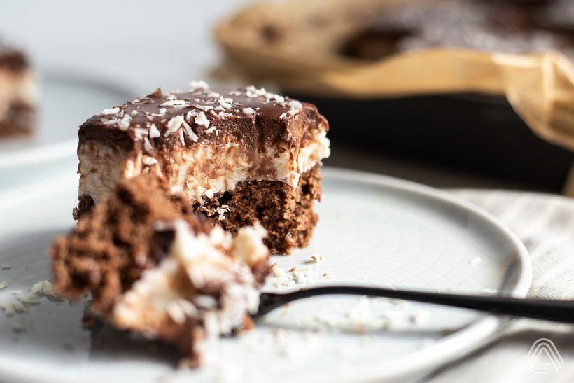 Šťavnatý bounty řez skokosem a čokoládou