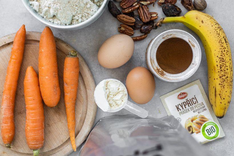 Nadýchané mrkvové muffiny se svěžím krémem