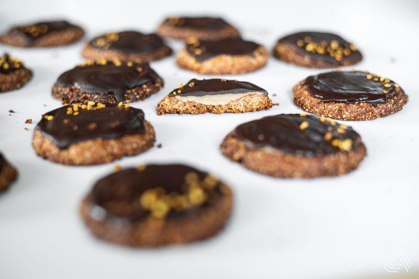 Křehké mandlové sušenky s arašídovým máslem