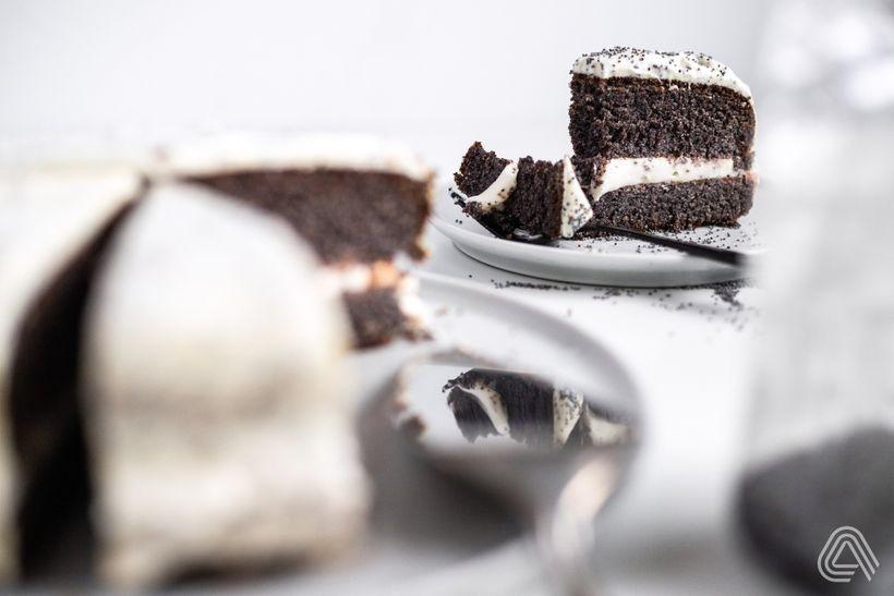 Vláčný makový dort bez mouky sbohatou tvarohovou náplní