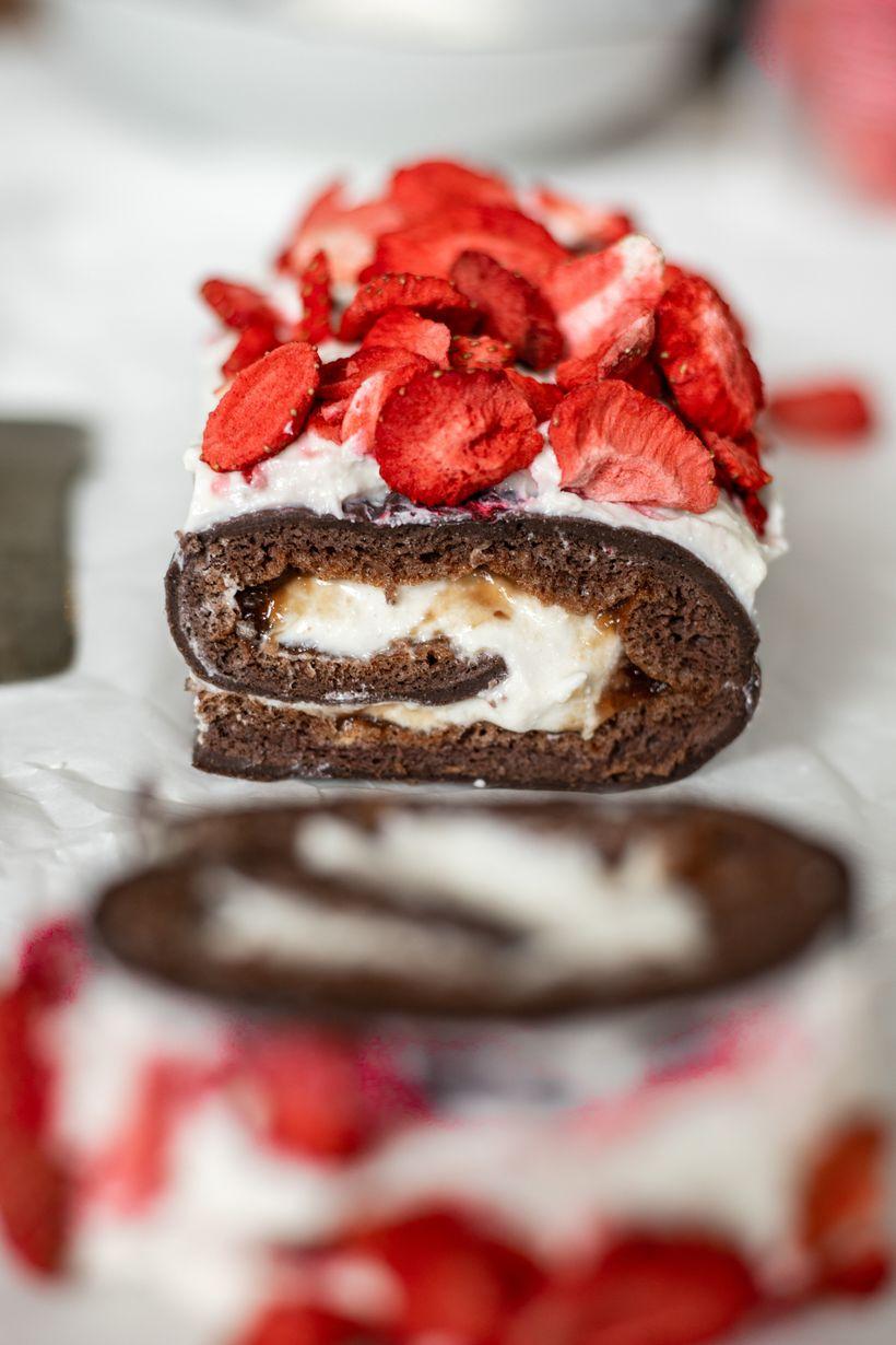 Nadýchaná čokoládová roláda sjahodami aminimem kalorií