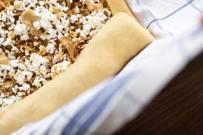 Jablečný závin stvarohem aarašídovým máslem