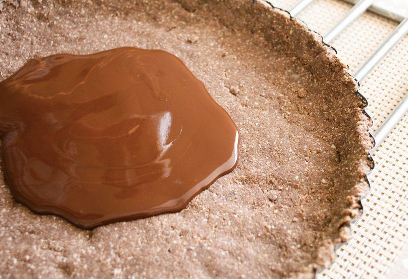 Nepečený čokoládový dort sgranátovým jablkem nejen pro vegany