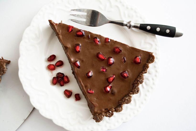 Nepečený čokoládový dort s granátovým jablkem nejen pro vegany