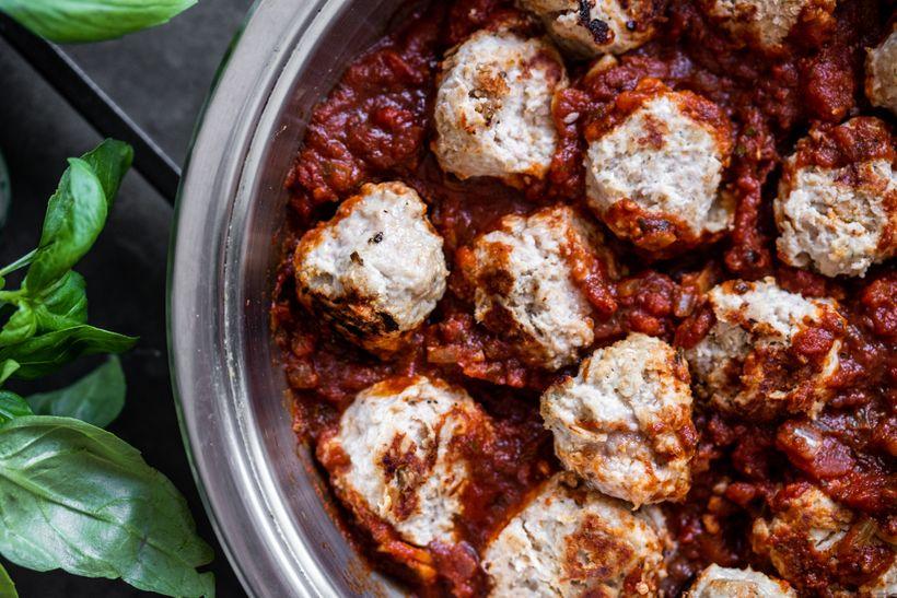 Zdravý letní oběd: Masové kuličky v rajčatové omáčce