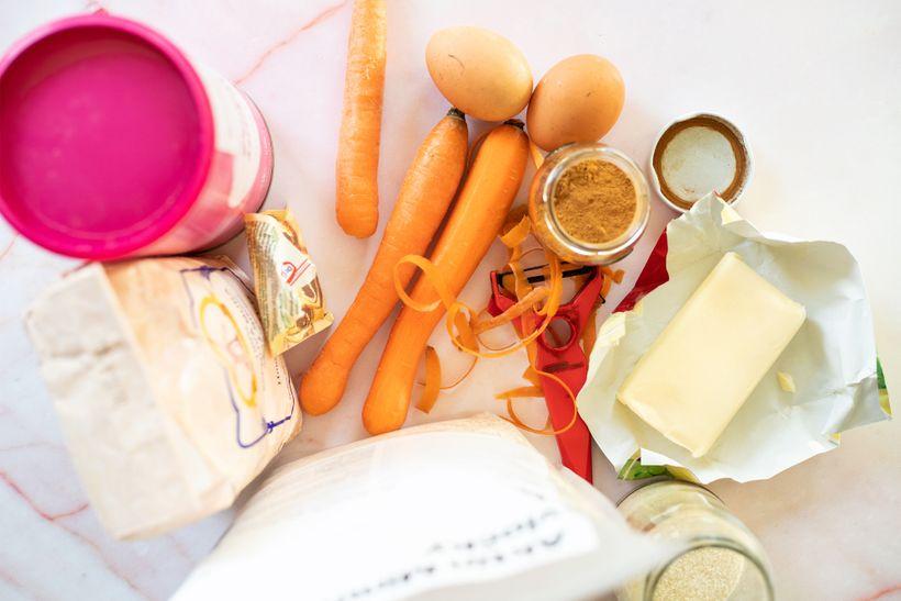 Jednoduchý mrkvový koláč sposypkou