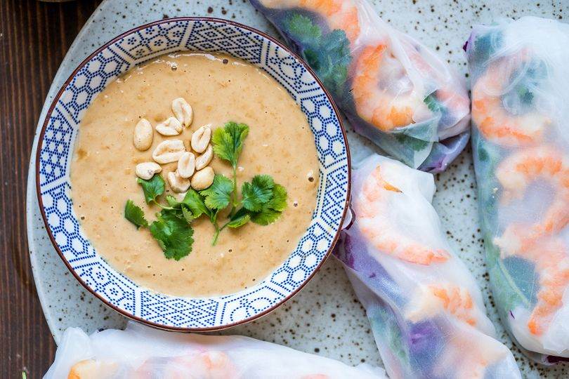 Urolujte si jarní závitky s dokonalou arašídovou omáčkou a špetkou Asie