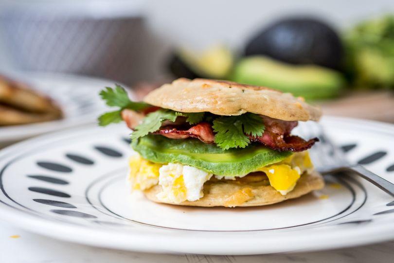 Konec snídaňového stereotypu! Co takhle dát si burger?