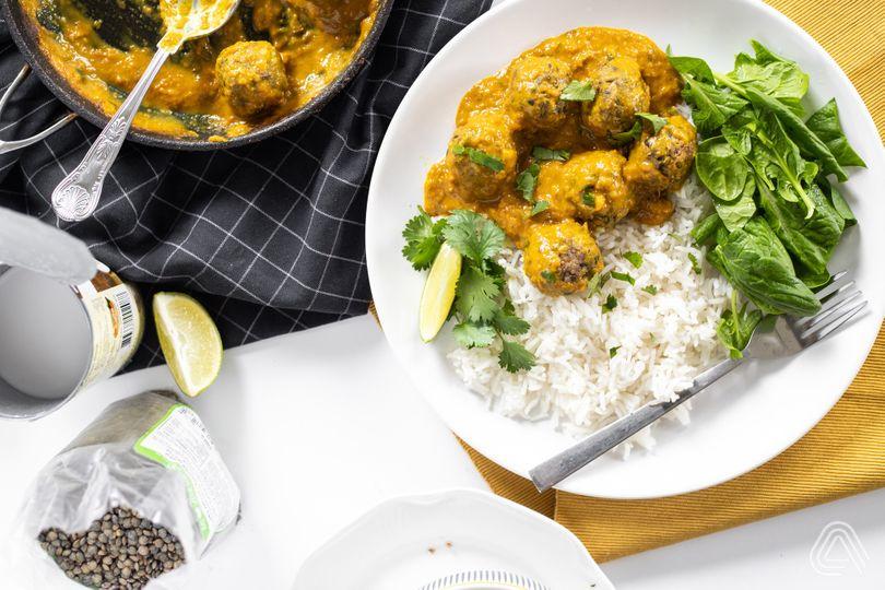 Indická lahůdka nejen pro vegany: Bezmasé kuličky v kari omáčce