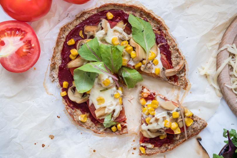 Dietní pizza za pár kalorií: Zdravá tuňáková pizza bez mouky s náloží bílkovin