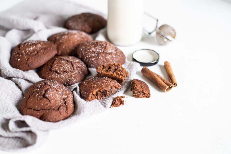 Měkké perníkové cookies s jemnou chutí kakaa