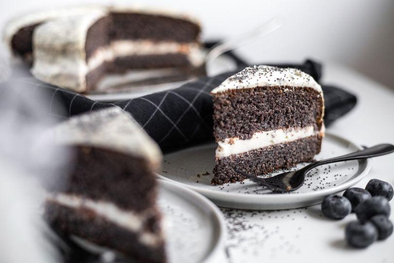 Vláčný makový dort bez mouky s bohatou tvarohovou náplní