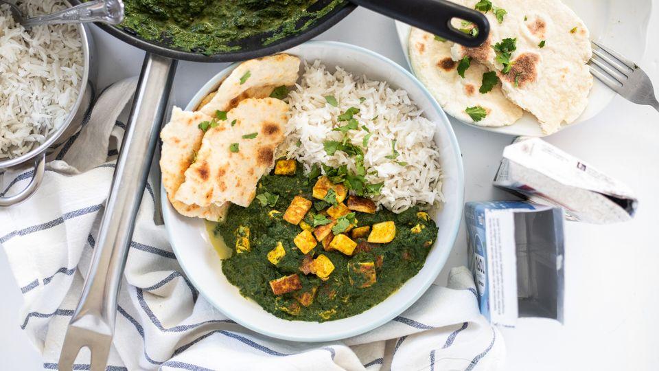 Vegan Palak Paneer: Indický špenát s tofu a dvěma přílohami