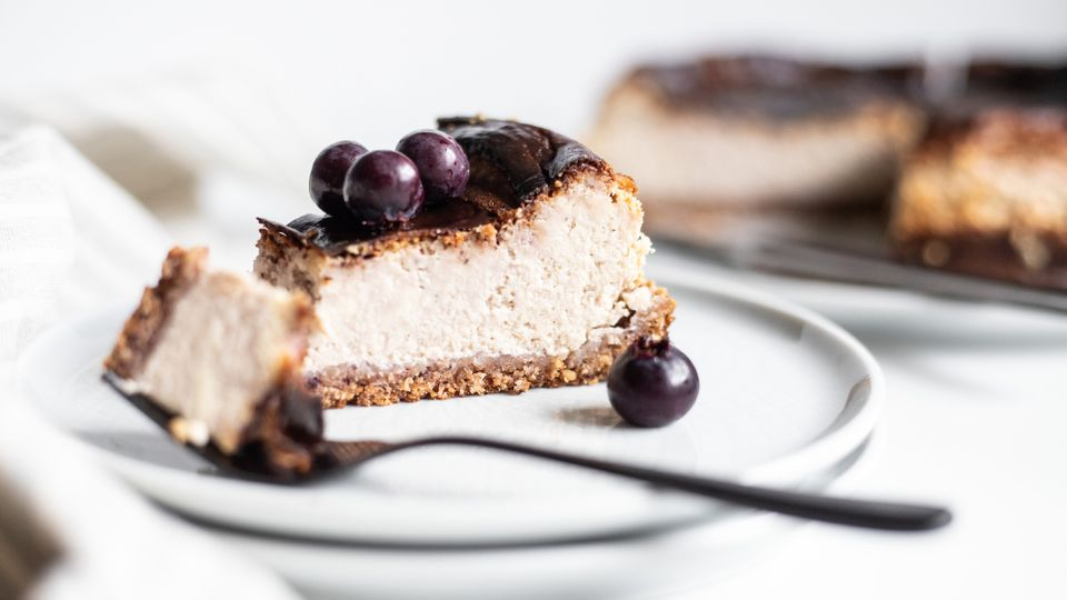 Lahodný borůvkový cheesecake bez mouky a přidaného cukru
