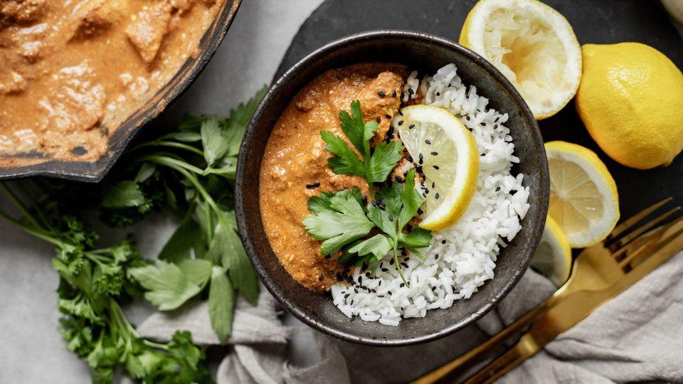 Jako v indické restauraci: Butter chicken v odlehčeném kabátku