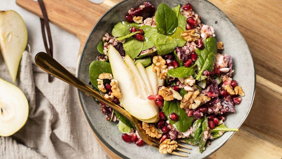 Konec vánočního obžerství: Po tomto zdravém zimním salátu se budete cítit skvěle