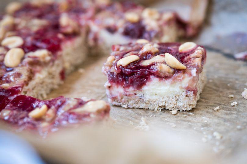 Peanut butter & jelly řezy: Nesmrtelná kombinace marmelády s arašídovým máslem