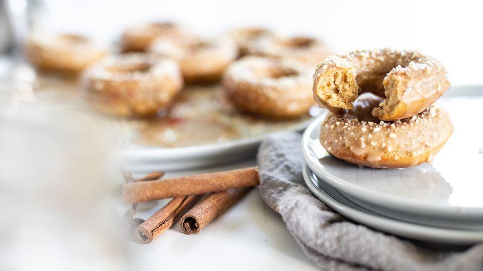 Kešu donuty se skořicovou polevou